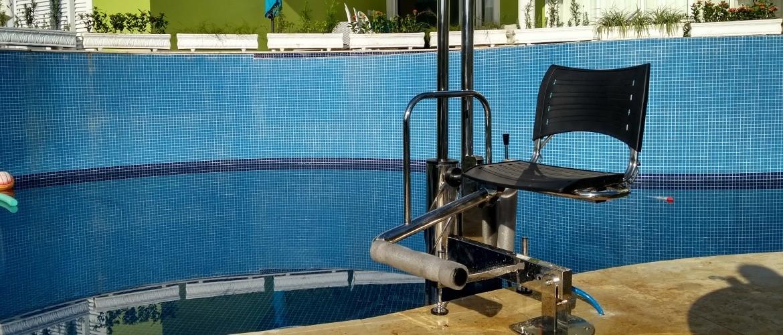 elevador de piscina, elevador para piscina, acessibilidade na piscina, piscina com acessibilidade, c