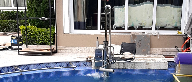 elevador de piscina, elevador para piscina, acessibilidade na piscina, piscina com acessibilidade