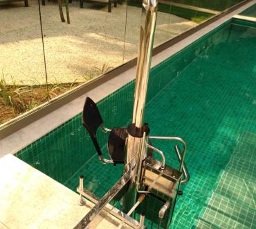 elevador de piscina, elevador para piscina, acessibilidade na piscina, piscina com acessibilidade, cadeira de transferencia para piscina